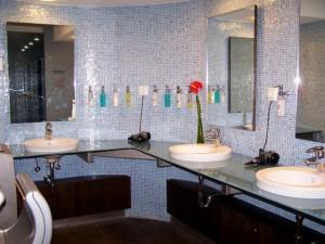 Fürdőszoba kelékekkel