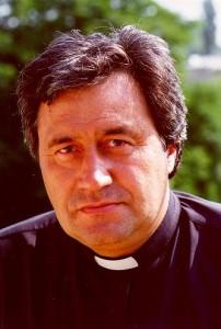 László atya