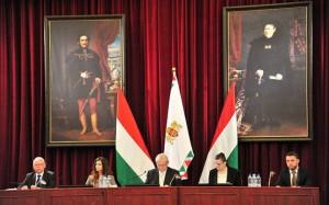Főpolgármester úr és helyettesei a főjegyző asszonnyal