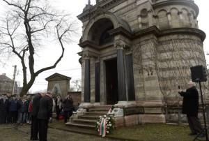 Főhajtás a mauzóleumnál