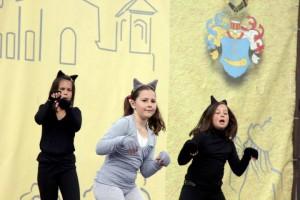 Táncos lányok