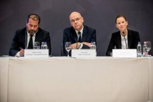Kóbor György gazdasági vezérigazgató-helyettes, Csiba Péter elnök-vezérigazgató és Bentzik Réka kommunikációs igazgató
