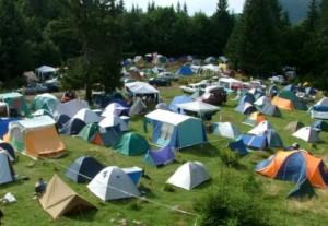 Táborhely sátrakkal