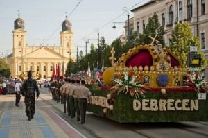 Szent Korona a Debreceni Virágkarneválon