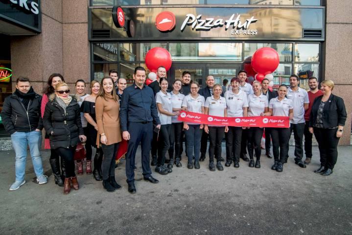 Pizza Hut Astoria megnyitó 08 c9ea1f8dd3
