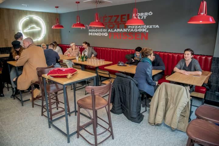 Pizza Hut Astoria megnyitó 13 ad4397e40d