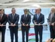 Balla képviselő, Bodó államtitkár, Mattarelli vezérigazgató, Varga ügyvezető és Medvácz Lajos polgármester